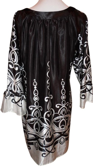 Item - Black and White Very Cute Tunic/Dress Above Knee Short Casual Dress Size 12 (L)