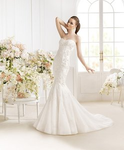 Pronovias Paili Avenue Diagonal Wedding Dress