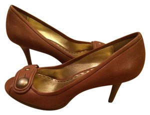 Coach Whiskey Pumps