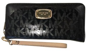 Michael Kors Michael Kors Jet Set Travel Continental Mirror Wallet/Wristle Black