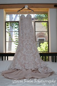 Essense Of Australia D1985 Wedding Dress