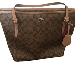 Coach Tote in Brown/tan