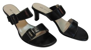 AK Anne Klein Size 8.00 M Leather Black Sandals