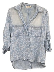 Bella Dahl Top Light Wash Denim