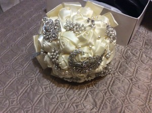 Ivory Bridalrose And Broach Bouquet