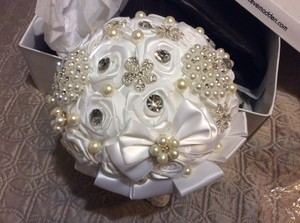 White Broach Pearl Bridal Bouquet