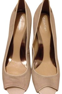 Calvin Klein Beige and white Pumps