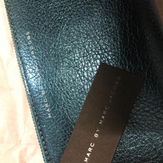 Marc by Marc Jacobs Marc by Marc Jacobs bi-colored zip wallet in two shades of blue