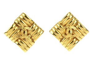 Chanel 96P Vintage Gold Quilted CC Clip On Earrings