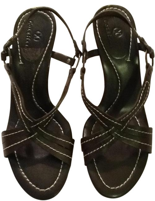 Item - Brown with White Thread Casual Sandals Size US 7 Regular (M, B)