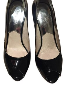 MICHAEL Michael Kors Black Pumps