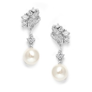Mariell Cubic Zirconia Waves Wedding / Bridal Earrings With Cream Pearls 705e