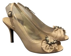 Lulu Townsend Pumps