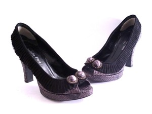 Isabella Fiore Peep Toe Snakeskin Suede Black & Gray Pumps
