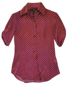 BCX Ruched Top Red and Black Chain Print