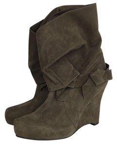 Vera Wang Lavender Label Brown Boots