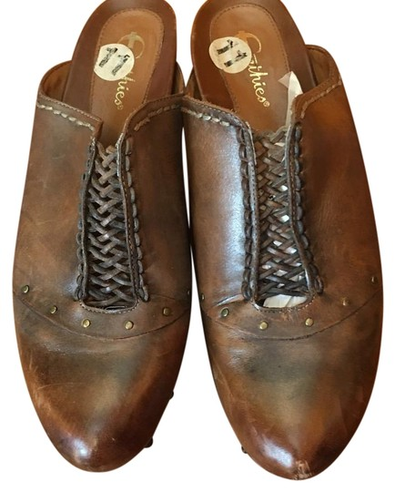 Preload https://img-static.tradesy.com/item/19798059/earthies-brownbronze-freiburg-leather-platform-clogs-size-mulesslides-size-us-11-regular-m-b-0-1-540-540.jpg