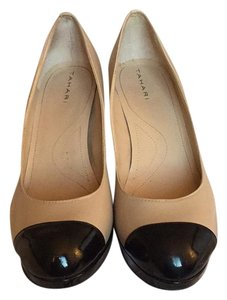 Tahari Black/Nude Pumps