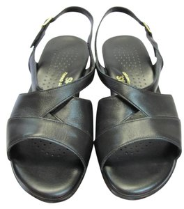 Sasch Size 8.50 Wide Leather Cushioned Footbed Very Good Condtion Black Sandals