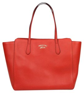 Gucci Leather Medium Swing Tote in Red