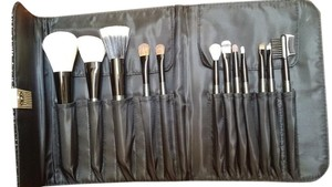Sephora Limited Edition 12 pieces SEPHORA makeup brushes with case