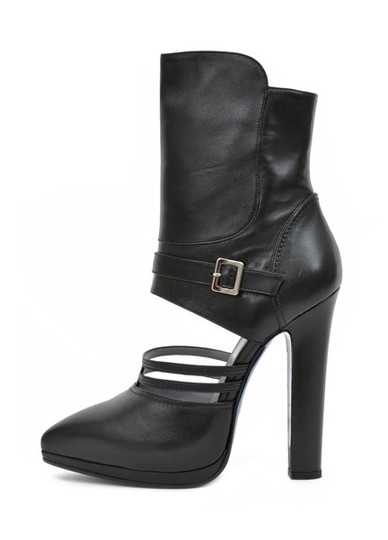 Preload https://item5.tradesy.com/images/versace-black-new-leather-cutout-with-blue-metallic-sole-bootsbooties-size-us-10-19809474-0-0.jpg?width=440&height=440