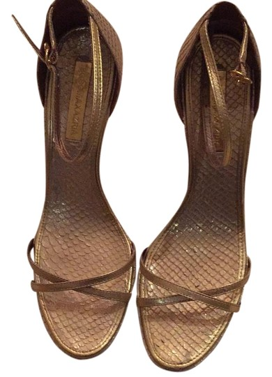 Preload https://item5.tradesy.com/images/bcbgmaxazria-gold-leather-formal-shoes-size-us-8-regular-m-b-19809644-0-1.jpg?width=440&height=440