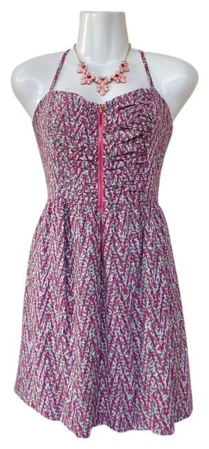 Preload https://item2.tradesy.com/images/guess-pink-g-by-chevron-patterned-front-zipper-short-casual-dress-size-12-l-19810151-0-1.jpg?width=400&height=650