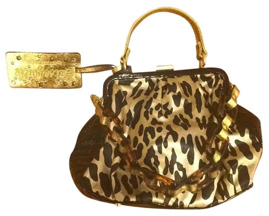 Preload https://img-static.tradesy.com/item/19810280/betsey-johnson-satchel-0-1-540-540.jpg