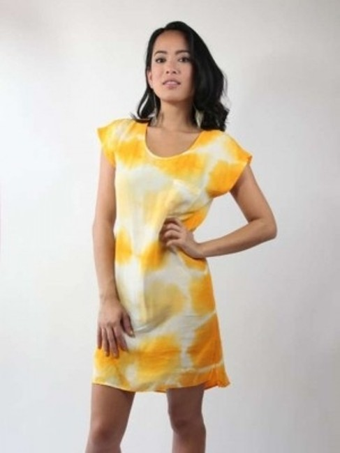 Preload https://img-static.tradesy.com/item/198107/c-and-c-california-yellow-and-white-above-knee-short-casual-dress-size-2-xs-0-0-650-650.jpg