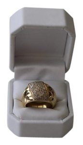 18k Heavy Yellow Gold Ring with diamonds