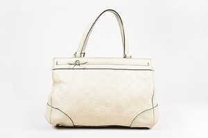 Gucci Logo Embossed Leather Mayfair Tote in Cream