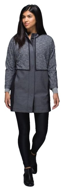 Preload https://item5.tradesy.com/images/lululemon-gray-and-black-cocoon-car-coat-nwot-xs-activewear-jacket-size-2-xs-26-19811939-0-1.jpg?width=400&height=650