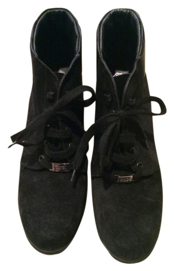 Preload https://item3.tradesy.com/images/tod-s-black-suede-ankle-bootsbooties-size-us-10-regular-m-b-1981282-0-0.jpg?width=440&height=440