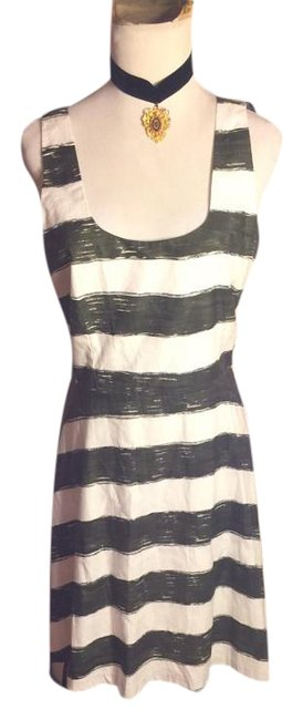 Preload https://item2.tradesy.com/images/bb-dakota-olive-greenwhite-nwot-sz-dark-greenwhite-striped-lined-cotton-knee-length-short-casual-dre-19813821-0-1.jpg?width=400&height=650