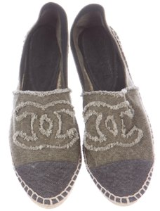Chanel Espadrille Interlocking Cc Denim Fringe Hem Embroidered Green, Black Flats