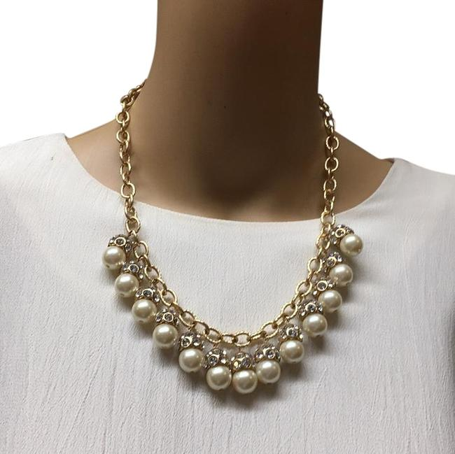 Item - Gold Pearl Ave Necklace