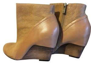 Vince Camuto Fall 7.5 Brown tan Boots