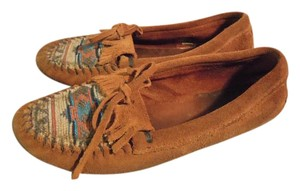 Minnetonka Moccasins Indian Design brown and multi Flats