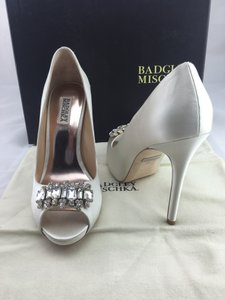 Badgley Mischka Alter Ii Pump Wedding Shoes