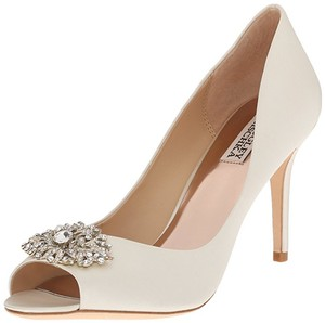 Badgley Mischka Ivory Accent Peep Toe Crystal Detail Pumps Size US 7 Regular (M, B)