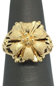 Other 18K Yellow Gold Diamond Cut Flower Ring Size 6.50