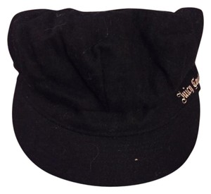 Juicy Couture JUICY COUTURE BLACK NEWSPAPER PINK SATIN LINED HAT