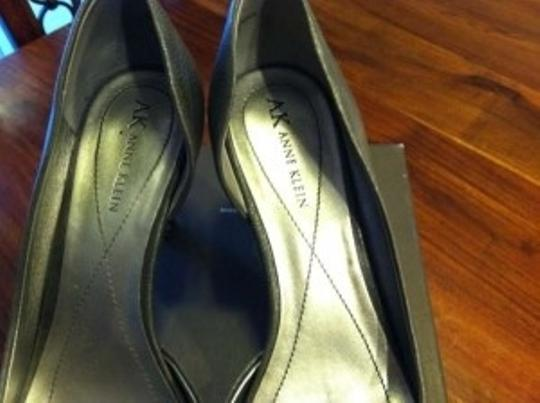 Anne Klein Vintage Retro Kitten Grey Pumps
