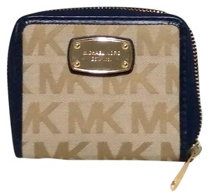 Michael Kors Michael Kors jet set item zip around bifold wallet NWT