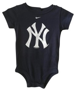 Nike Nike Set of 4 Infant Body Suits. Size 6/9 months. 100% Cotton. New