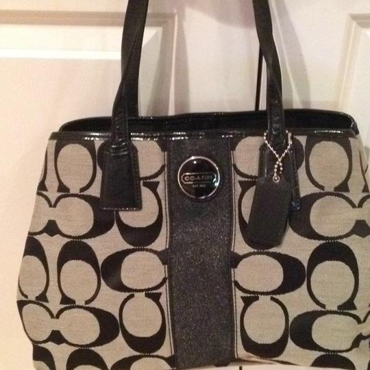 Coach and Four Tote in Black/grey Pattern Image 4