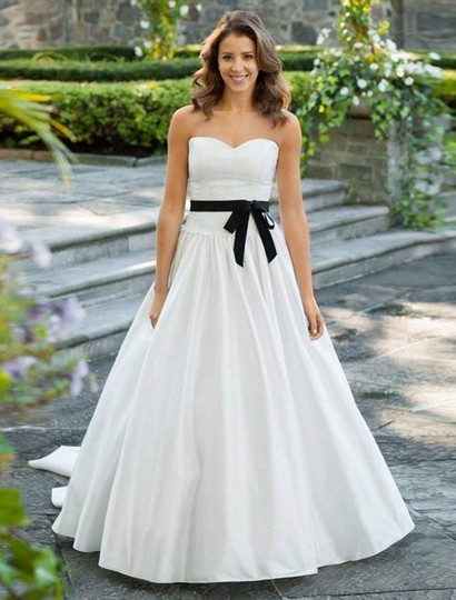 Preload https://img-static.tradesy.com/item/19829446/lea-ann-belter-ivory-silk-dupioni-and-french-alencon-lace-willow-formal-wedding-dress-size-10-m-0-0-540-540.jpg