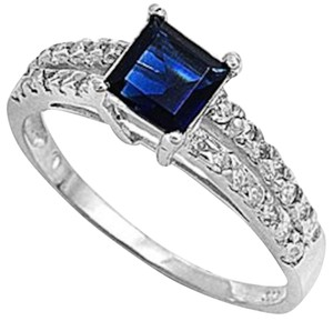 9.2.5 stunning square blue sapphire silver ring size 7