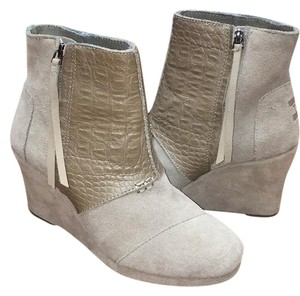 TOMS Wedge Suede Crocodile Taupe Boots